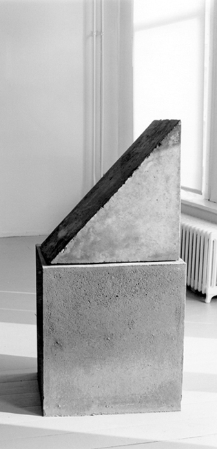 Installation shot taken at gallery Het Venster in Rotterdam in 1986 of a Sjak Marks cement sculpture titled Boei.